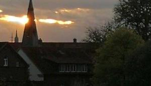Foto: Sonne hinter Turm Burg Lüdinghausen
