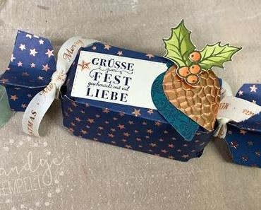 Weihnachtliches Knallbonbon - gemacht mit einer Handstanze!