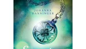 [Rezension] Secret Elements, Dunkel Johanna Danninger