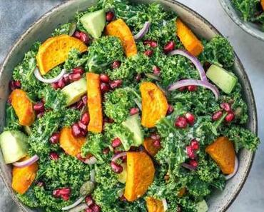Grünkohl-Salat mit Süßkartoffeln und Tahini
