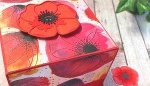 eine Explosionsbox Mohnblüten bastelt
