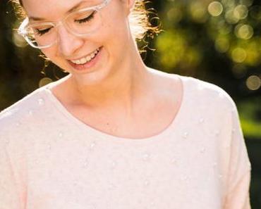 Shirt Lembut aus leichtem Strick mit aufgenähten Perlen