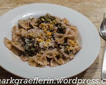Samstagseintopf –  One-Pot-Pasta: Farfalle mit Mangold, Birne und Gorgonzola