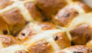Cross Buns Hefezopf anders