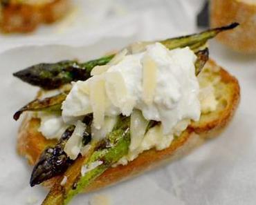 Crostini mit grünem Spargel