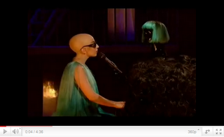Lady Gaga mit Glatze