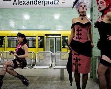 Modeschau in der U-Bahn von Berlin