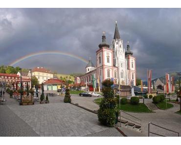 Regenbogen Fotos am Hauptplatz in Mariazell