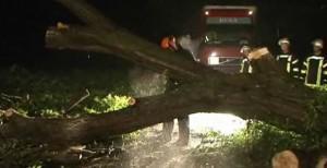 Tornado und Starkregen sorgen für Katastrophenalarm