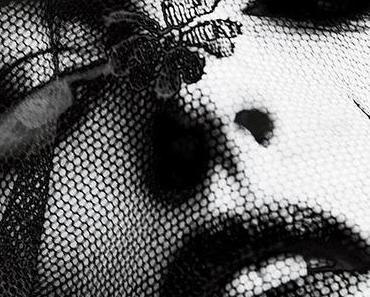 Anne Hathaway goes gothic