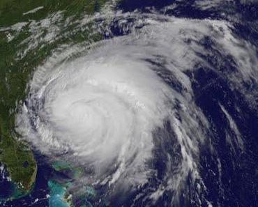 Hurrikan IRENE beginnt abzubauen - erste Anzeichen von Schwäche ersichtlich