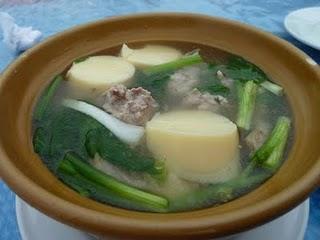 Gaeng Jued Tauhoo Moo Sab:   Milde Suppe mit Tofu und Schweinefleischbällchen / Mild Soup with Tofu and Pork