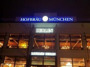 Reallöhne sinken, Sozialmieten explodieren, Hofbräu in Berlin