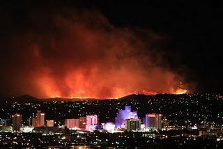 Feuer bedroht Teile von Reno, Nevada