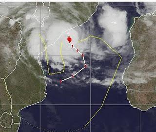 Zyklon FUNSO befindet sich als Hurrikan vor Mosambik