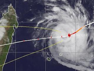 Zyklon GIOVANNA vor Mauritius: Flughafen und Hafen geschlossen