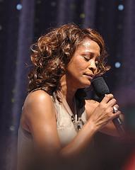 Whitney Houston's Trauerfeier: Bewegende Momente u. ein Eklat