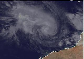 Zyklon LUA ist jetzt ein Hurrikan ...