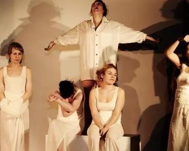 """Theater unter Morphium – """"Die Sehnsucht der Veronika Voss"""" im Rationaltheater // Dominik Frank"""