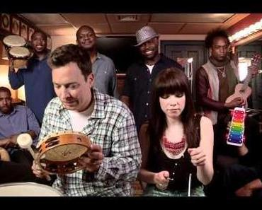 Jimmy Fallon, Carly Rae Jepsen & The Roots – Call Me Maybe (Backstage Akustikversion)