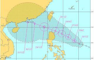 Tropischer Sturm DOKSURI (DINDO) bedroht Philippinen und Hong Kong