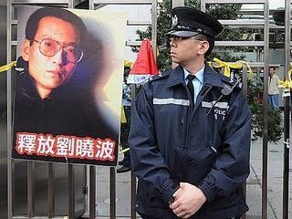 Friedensnobelpreis an chinesischen Dissidenten. Wie Burmas Suu Kyi sitzt auch er ein