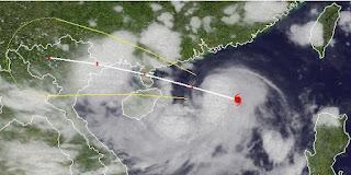 Taifun KAI-TAK (HELEN) zieht an die Grenze China / Vietnam