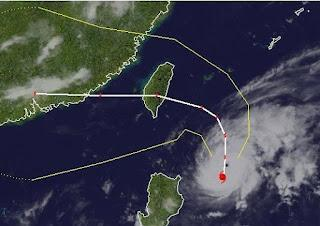 Taifun TEMBIN | IGME wahrscheinlich als Super Typhoon nach Taiwan