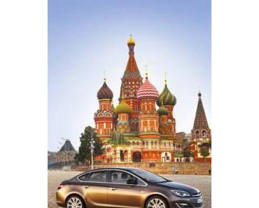 Der viertürige Opel Astra reist nach Russland