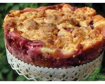 Pflaumenkuchen mit Marzipancreme und braunem Zucker Streuseln