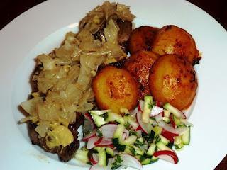Thüringer Rostbrätel, Ofenkartoffeln, Radieschensalat / Thuringian Rostbrätel, Oven Potatoes, Radish Salad with Zucchini and Cress