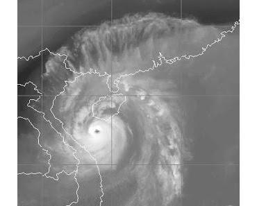 Taifun SON TINH (OFEL) bei Vietnam und Hainan auf dem Weg nach Hanoi