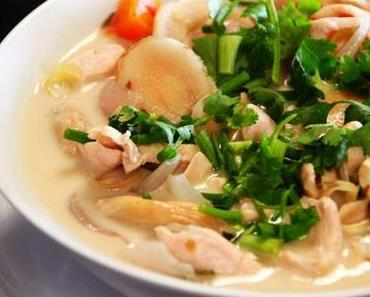 Tom Kha Gai – Thailändische Kokosmilchsuppe mit Huhn