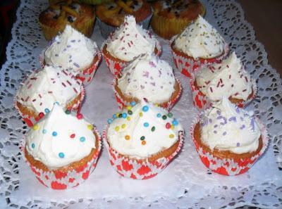 Limonaden-Cupcakes mit Vanillesahne