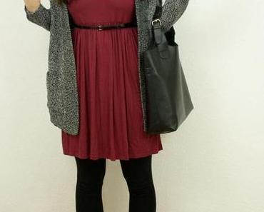 Outfit: Burgundy Dress meets Burgundy Bobble Hat