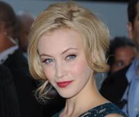 Dracula: Ist Sarah Gadon Luke Evans Flamme?