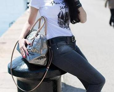 Barcelona Yachthafen – Casual Modeoutfit mit High-Heels