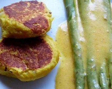Kartoffelküchlein mit grünem Spargel und Curry-Hollandaise