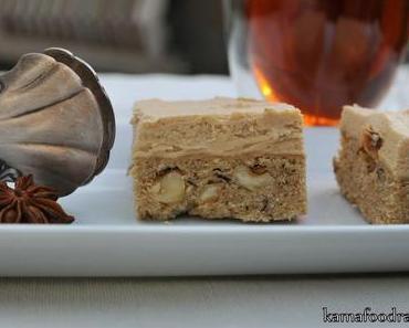 Chai Latte Blondies mit karamellisierten Haselnüssen