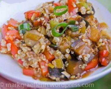 Quinoa-Pfanne mit Auberginen und Raz el Hanout
