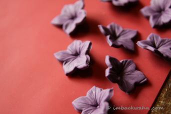 Candy Table: Making Of der lila und grünen Hochzeitstorte