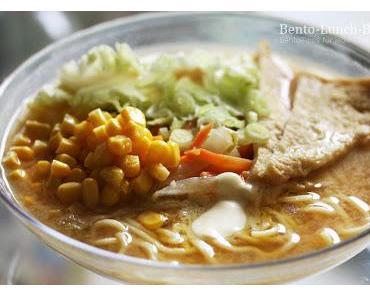 Miso-Butter-Ramen und Tofu-Gemüse-Yakisoba