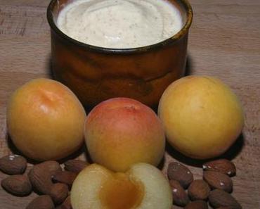 Veganes Rohkost Aprikosen-Mandeleis – So kühl und cremig schmeckt der Sommer!
