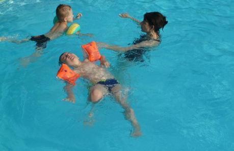"""Alleine ins Schwimmbad: Welches ist das """"richtige"""" Alter?"""
