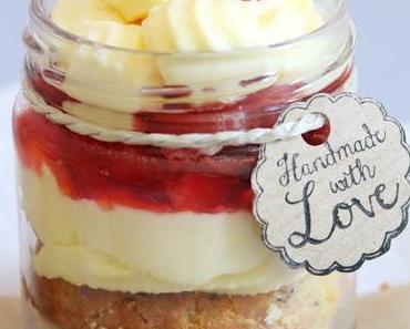 Mohnkuchen im Glas mit Rosmarinerdbeeren & Vanillecreme {Strawberry love}