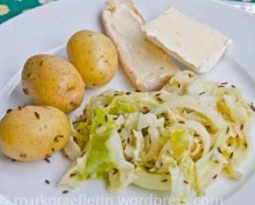 Schnelle Alltagsküche: Kartoffeln mit Kraut, Kümmel und Käse