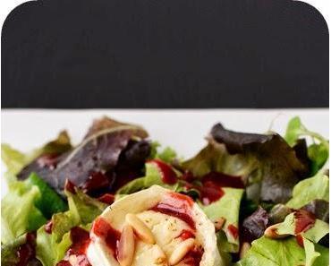 Gratinierter Ziegenkäse auf Salat mit Himbeerdressing