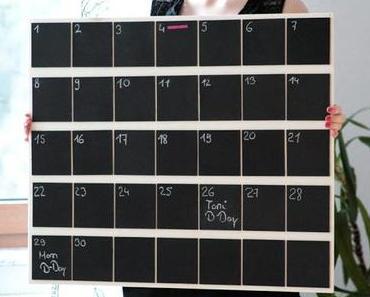 Chalkboard Wall Calendar {Style your home/ DIY}