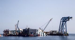 Kreuzfahrten News Aktuell: Tui-Cruises - Collision mit MS 2, Costa Concordia wir aufgerichtet...