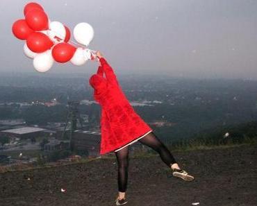 Luftballons, Fotografen und 'ne Mettwurst im Regen